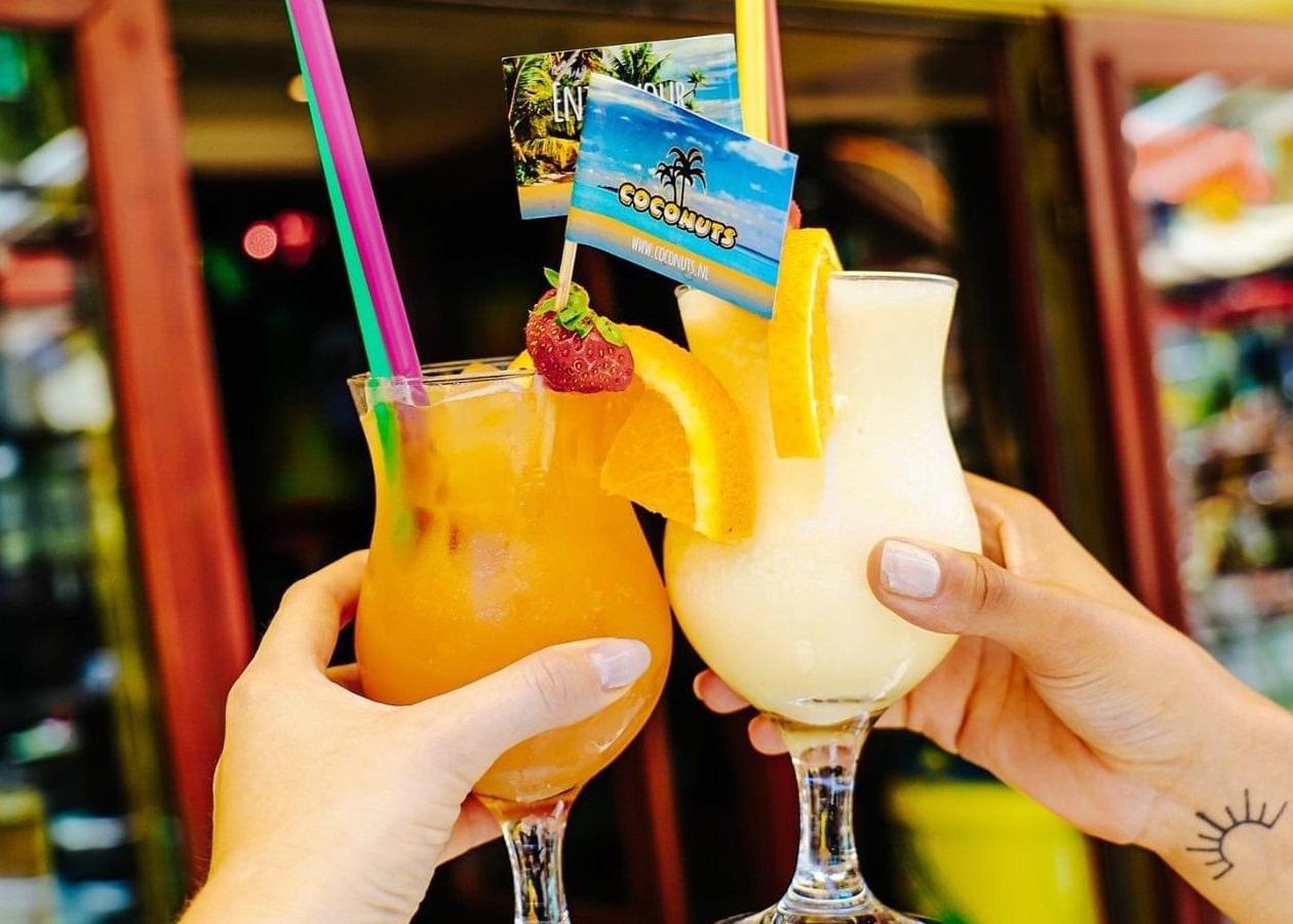 Impressie prikkers in cocktail
